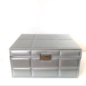 Silver jewelry/Makeup Case